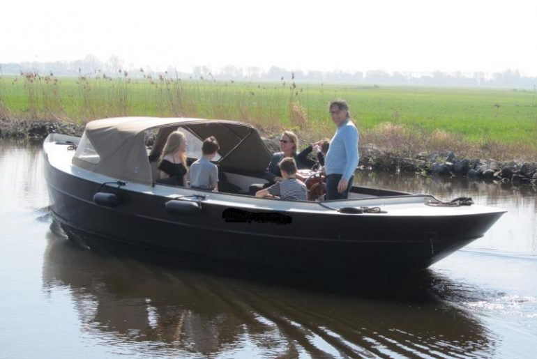 Sloep varen in Friesland