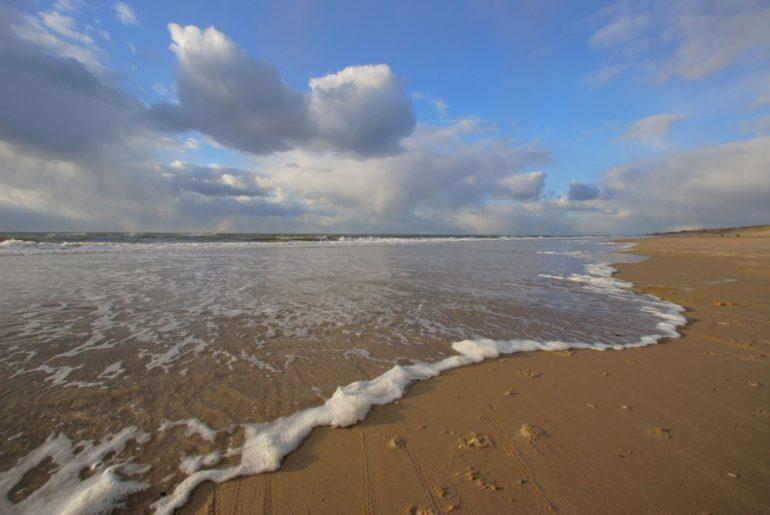 strandaanbiedingen aan de hollandse kust